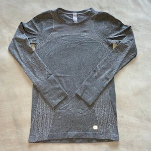 GapFit Long Sleeve Top